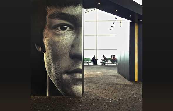 Bruce Lee aeroporto Hong Kong