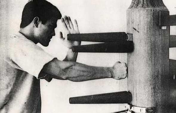Bruce Lee omino di legno