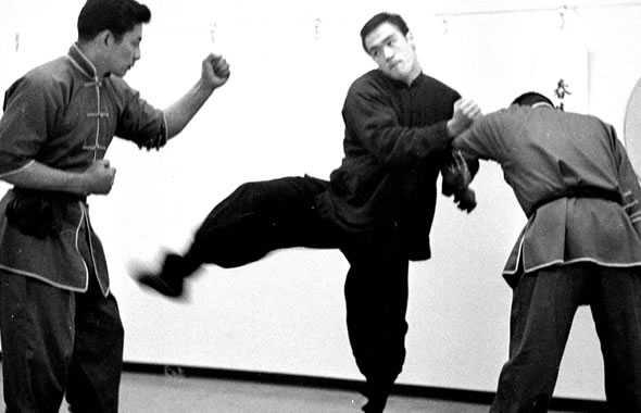 Bruce Lee contro due