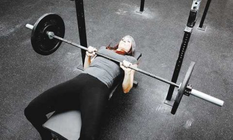 Tricipiti Bench Press a presa stretta