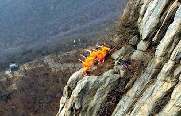 monaci shaolin allenamento montagna