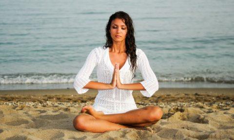 estate spiaggia meditazione